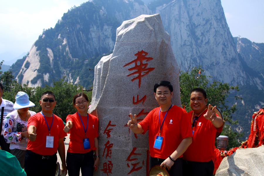 """""""华山论剑""""的石碑位于华山的北峰,因金庸著名的武侠小说《射雕英雄传"""