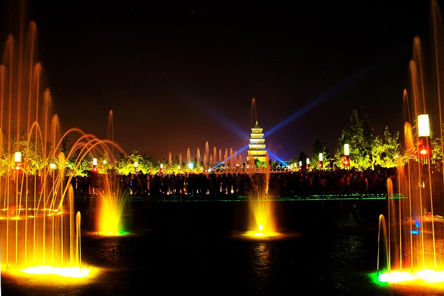 """明日预告:""""亚洲最大的喷泉广场""""——大雁塔北广场."""
